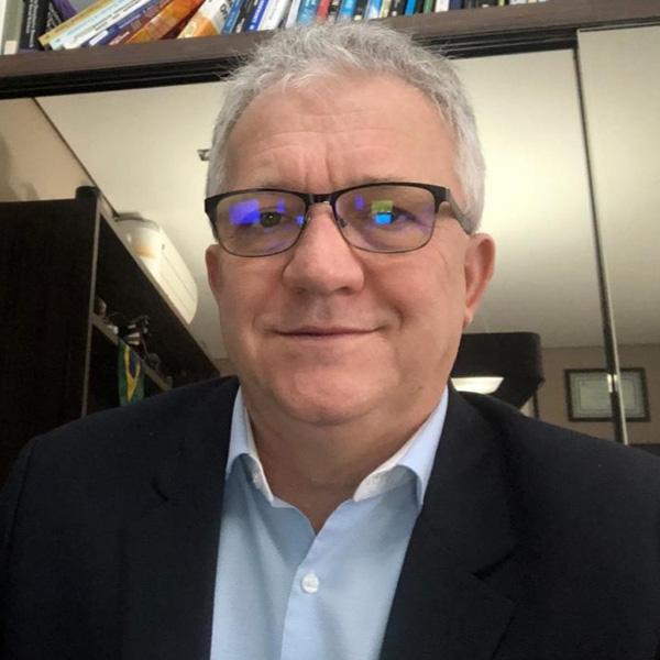 Célio Luiz Valcanaia